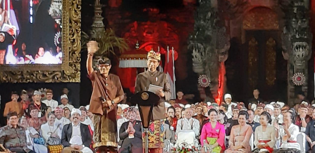 Joko Widodo: Generasi Muda Harus Cntai Seni Budaya agar tidak Punah di Bali
