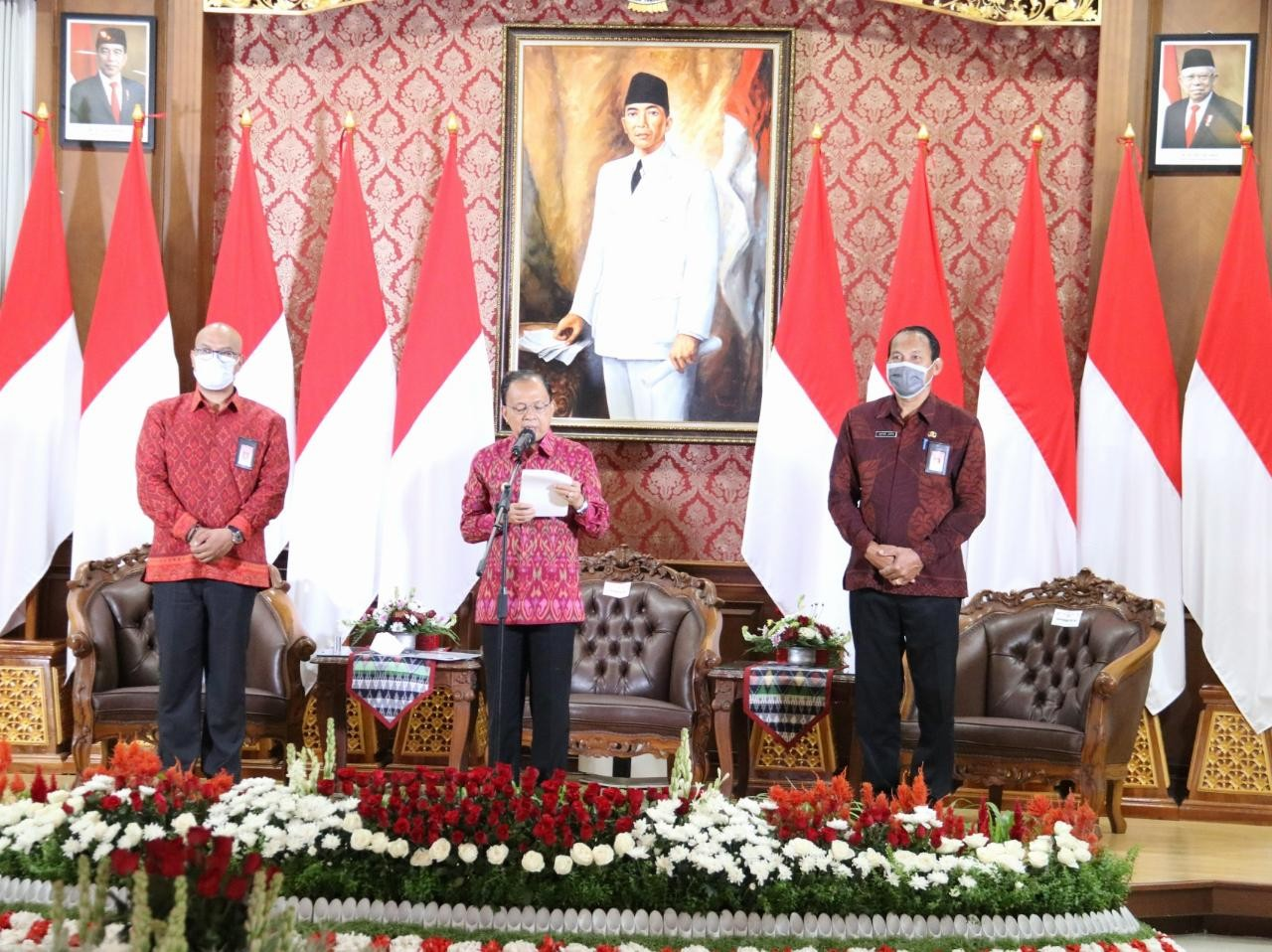 Gubernur Koster Ajak Pimpinan dan Pegawai Instansi Pemerintahan Beli Endek Bali