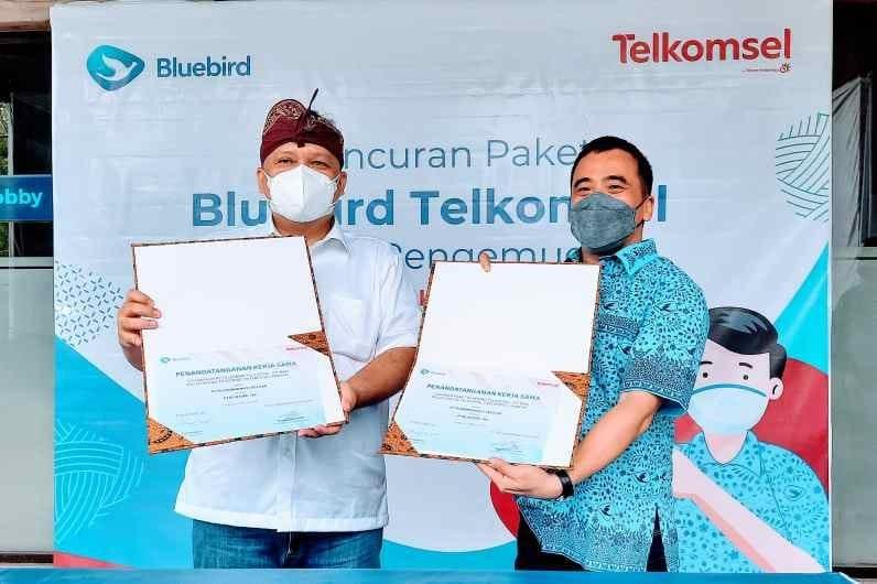 KolaborasiTelkomsel dan Bluebird Tingkatkan Kepuasan Kerja Pengemudi